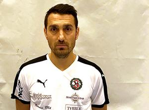 Herish Kuhi i ÖSK Futsals tröja. Foto: ÖSK Futsal