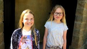 Alva Svallin och Maja Roos från Ytterharnäs skola teståkte Spökjakten under pressvisningen i onsdags.
