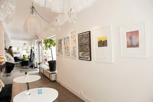 Grädda visar regelbundet konstutställningar, återkommande är till exempel Anna Erlandsson och Anders Suneson.