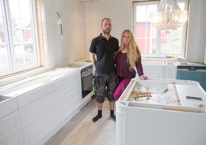 Snart är allt i köket på plats. Paret har prioriterat att få klar nedervåningen i huset först.