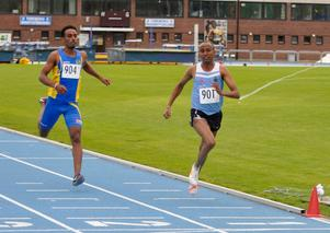 Abdelfath Yassin besegrade Västerås duktige Efrem Brhane på 1500 m efter en hård spurtkamp. Foto: Mats Åkerlind