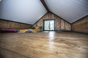 Loftet är på 16 kvadratmeter och här ska några sängar byggas så småningom.