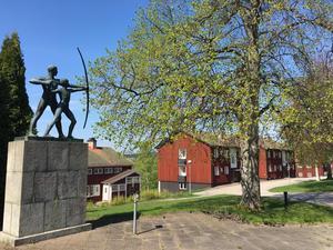 En rad konstföremål finns på Brunnsviks område, en av anledningarna till att den nya detaljplanen har dragit ut på tiden är arbetet med att inventera och bevara konstverken.