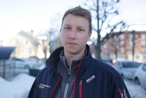 Skyddsombudet Jonathan Falk anser att kommunchefen Jan Lindström visat att han inte kan arbetsmiljölagstiftningen.