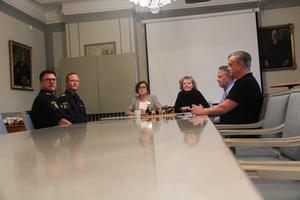 Kommunalråd Christina Lundgren (C) och kommunchef Annika Strand skickade ett brev till regionpolischefen om att medborgarna känner sig otrygga och att det behövs större polisnärvaro. Det föranledde mötet.