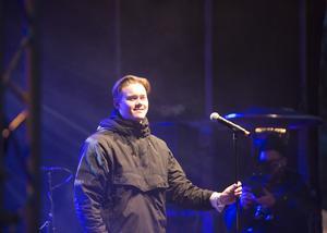 – Herregud, det är så sjukt mycket folk, utropade William Segerdahl från scenen.