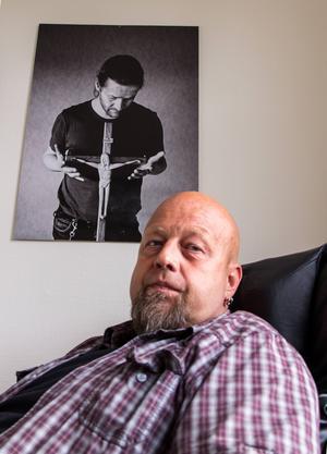 I Bengt Perssons arbetsrum på Slink In hänger ett fotografi på