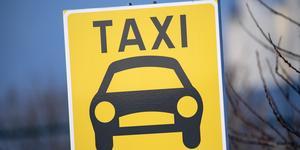 Insändarskribenten Rolf Blomgren fick inte tag på någon taxi, en fredagskväll i Fagersta.