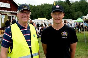 Lars Hammarberg, Lions Club Stöde, och Magnus Westerberg, Stöde IF, är två av alla de frivilliga som gör marknaden möjlig.