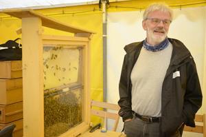 Lars-Ove Wiberg från Öskevik har med sig bin.