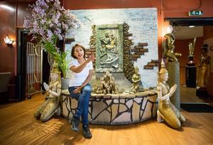 Inredningen på Coco Thai i Örebro är äkta thailändskt hantverk som Caren och maken Thanh Ly själva valt ut på thailändska marknader.