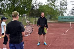 Fabian Jansson under de sista träningspassen med ungdomar i Ö-viks TK. 1 augusti fortsätter karriären i Jönköping.