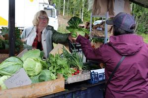 Grödor bytte ägare vid Glappänge trädgårds marknadsstånd.