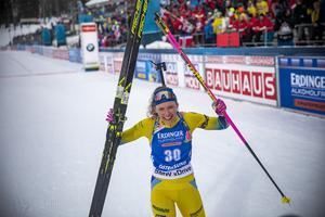 Hanna Öberg efter målgången under hemma-VM i vintras när  hon säkrade guldet på distansen.