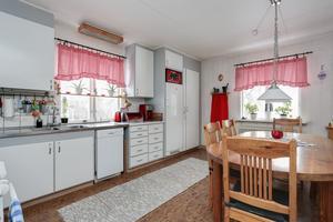 Kök. Foto: Länsförsäkringar Fastighetsförmedling Arboga