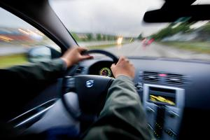 En man från Leksands kommun har åtalats misstänkt för grov olovlig körning. Han ska ha kört bil i hemkommunen, utan att ha körkort. OBS: Bilden är arrangerad.