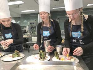 Stina Sandberg, Alva Persson och Nathalie Hasselskog, från Treälvsskolan i Lit, tog silvermedalj i Kockduellen.