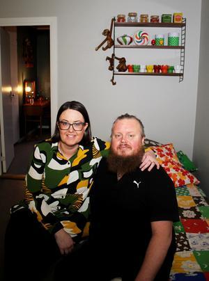 Johannas och Henriks hem vann titeln Västmanlands mysigaste. Henrik har blivit mer inredningsintresserad sedan han träffade Johanna.