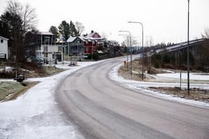 Snöröjningen i Lunde har inte varit bra under ovädret, menar skribenten som däremot hyllar Eon:s montörer som fixade tillbaka elen. Bilden är från tidigare i höstas.