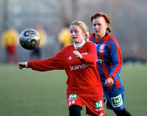 Marlene Ejerås, Sund, och Pernilla Wennman, Selånger, under finalen i Värmecupen 2007. Foto: Mårten Englin/ST arkiv.