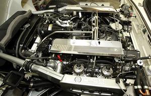 Den tolvcylindriga motorn på 270 hästkrafter är på 5,3 liter. Åke har gjort en helrenovering av den också.