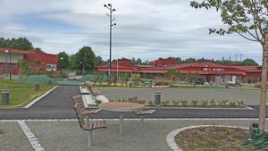 En ny lekplats och en liten park invigdes i Ösmo centrum i somras.