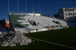 IFK Sundsvall hjälper storebror (eller lillebror?) att få bort snön från Idrottsparken.