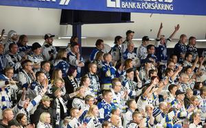 De har sin givna plats på Norra stå i Tegera Arena, Dennis Eriksson och Kristina Hjemli.