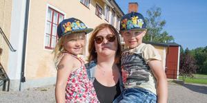 """Maria Nyysti har två barn (Alice och Melvin). Sonen Melvin ska börja skolan nästa år. """"Det är alltid bra med en skola som finns nära. Det är lätt att hämta och lämna och när barnen blir äldre kan de själva cykla hit."""""""