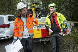 När det gäller vikten av en bra arbetsmiljö vid vägarbeten är arbetsgivare och fack överens. Här representeras parterna av  Fredrik Mårtensson, platschef Peab, och Calle Hjelmérus, ombudsman på fackförbundet Seko.