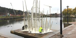 Isskulpturen i Inre Maren monterades upp på tisdagen.