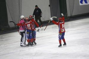Kungälv vann Supercupen efter seger mot Ljusdal i finalen. Ted Skoglund, som gjorde comeback under förra säsongen, gjorde två mål i 5–4-segern.