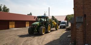 Den viktigaste tvisten rör Fimmerstads hela verksamhet på gården. Fastighetsägaren Gustavianska stiftelsen vill slänga ut Fimmerstads från gård och 175 hektar jordbruksmark, mark som familjen har brukat sedan 1970-talet.