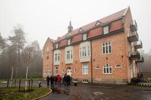 Örebro kommuns byggnadspris 2019 delas ut vid det före detta sanatoriet i Adolfsberg.
