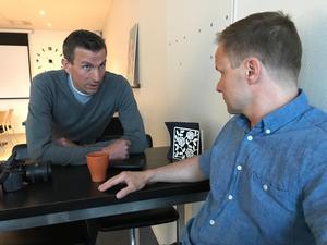 Ola Holmgren, chef på Koneo, har anpassat uppgifterna efter Christer Abrahamssons besvär.