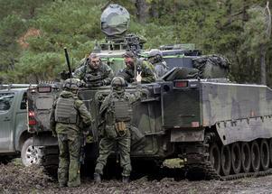 Vänsterpartisten Tore Fischer ifrågasätter kostnaden för försvaret.