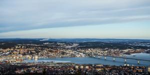 Bostadspriserna rusade i staden mellan bergen. Men nu är rallyt över. Enligt siffror från Svensk mäklarstatistik har både bostadsrätter och villamarknaden prisnedgångar.