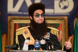 """Sasha Baron Cohen, här i rollen som Admiral General Aladeen från filmen """"The Dictator"""" gör rollen som Eli Cohen i miniserien """"The spy"""". Foto: Dave Allocca/TT"""