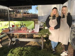 Lördagskafé med Elin och Isa. Unga entreprenörer som provar på företagande i Långhed.