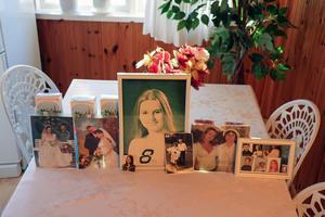 Bilder på Teresa Janus barn och barnbarn. Bara ett av hennes barn, Anna, bor i Sverige.