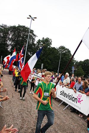 Paraden representerade alla länder som deltar i O-ringen.