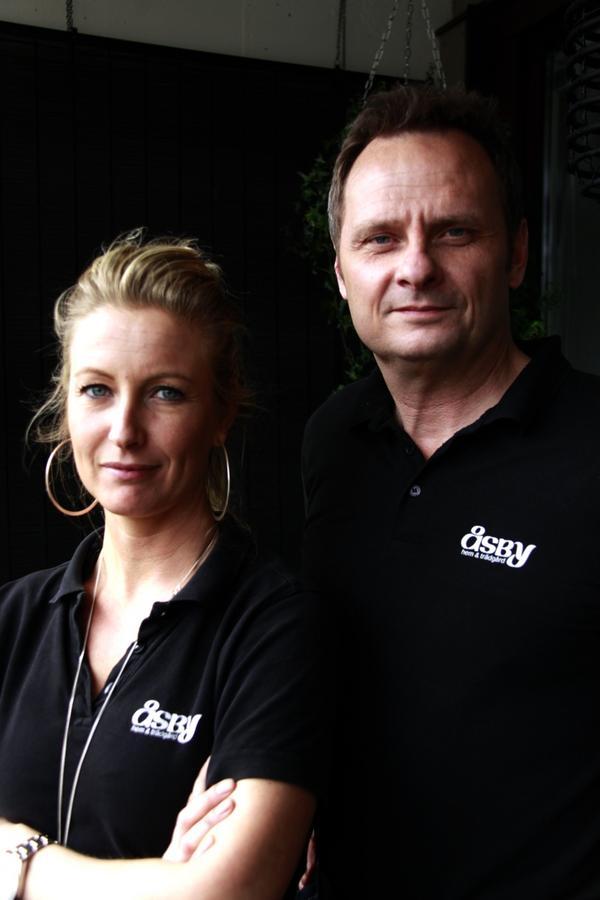 Linda Erikssson och Richard Metzmaa från Åsby hem & trädgård.