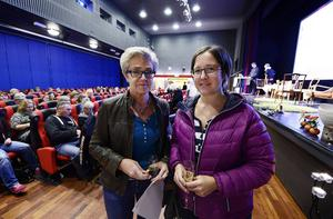 Inga-Lill Tjernström och Malin Hamrin, som jobbar på ett gruppboende i Timrå, minglade runt lite innan utbildningseftermiddagen drog i gång.