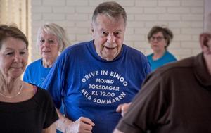 Bernth Bergström gympar varje vecka med Daga Eriksson i Marma. För honom betyder träningen mycket och han tycker att det är synd om kommunen tar sitt stöd ifrån verksamheten.
