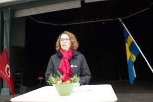 Gabriella Lavecchia från fackförbundet Seko talade ur vänsterperspektiv, citerade Joe Hill och kalalde mötesdeltagarna för kamrater. Hon höll sitt tal både i Hallstavik och Norrtälje.