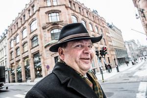 Erlandsson har en gedigen hattsamling. Foto: Tomas Oneborg
