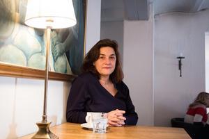 Frilansskådespelaren Anna Lyons har hamnat mitt i arbetsplatskrisen på Örebro länsteater när hon denna höst medverkat i Länsteaterns