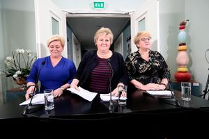 Partiledarna Siv Jensen (Fremskrittspartiet), Erna Solberg (Höyre) and Trine Skei Grande (Liberala Venstre) på presskonferens om den nya norska trepartiregeringen.Lise Aserud/AP