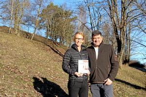 Ulrika Malmesved och Antonio Alonso-Villaverde Lozano har tillsammans skrivit boken Utmattningens labyrint, om en resa genom utmattningssyndrom.