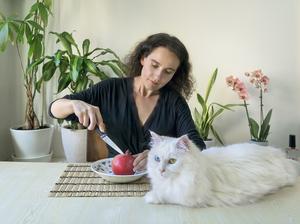 En vit katt symboliserar fruktbarhetens gudinna Freja.